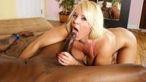 Une vieille blonde assoiffée de sexe